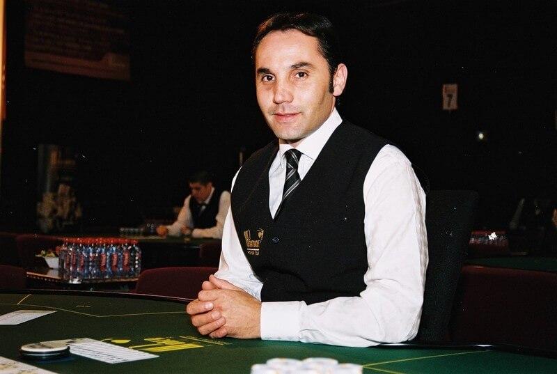 Croupier_de_Holdem_Poker